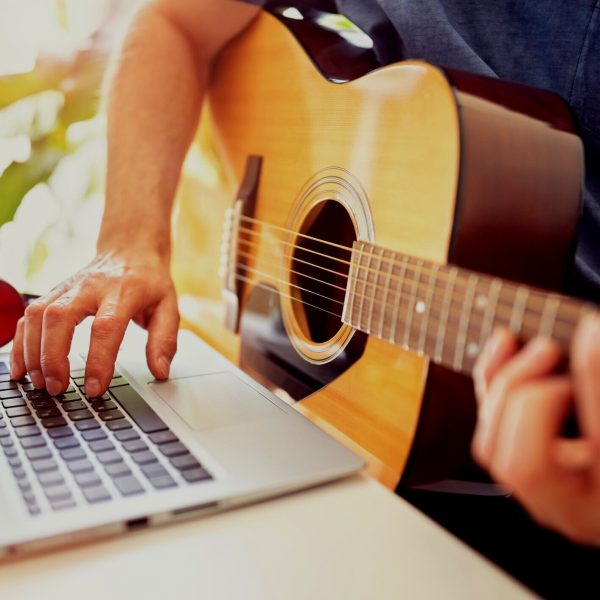 clases-online-guitarra-sitges